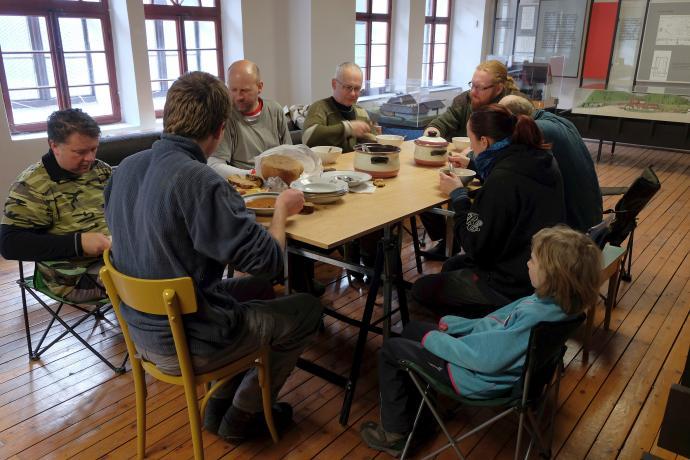 Stará huť u Adamova, sobotní oběd, kvůli zimnímu času jsme zvolili jídlo pod střechou