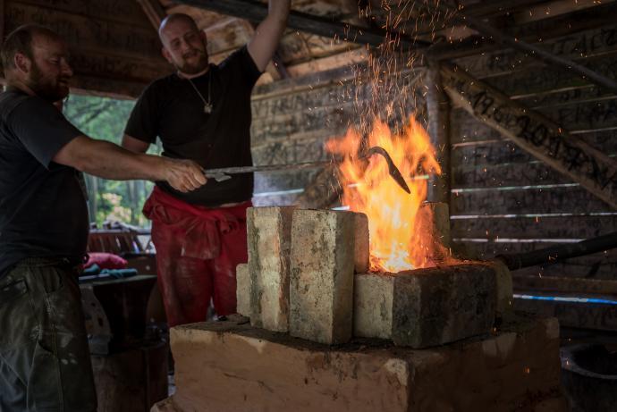 Ohřívání kovu ve výhni