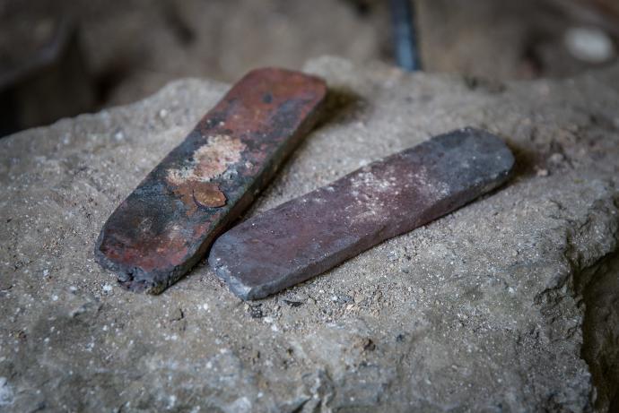Kovové plocháče získané překováním houby