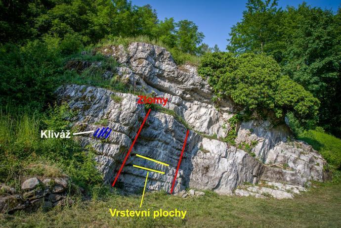 Vyznačení geologických jevů na Tklivé skále