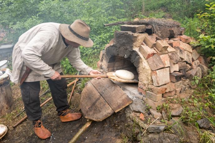 Stará huť u Adamova - 23. května 2015 - pečení chleba