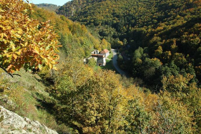 Stará huť u Adamova - uprostřed podzimních lesů
