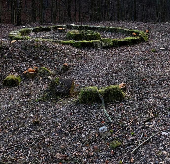 Stará huť u Adamova, tajemný kruh pracovně pojmenovaný Concretehenge